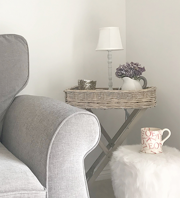 The Cornwall grey willow tray table fits perfectly in a spare corner of Amy's living room, thank you @amysnorfolklife for sending us your photo