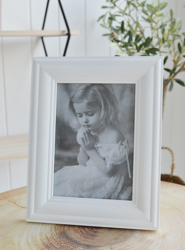 White Photo frame for 5 x 7 photograph in simple wooden design