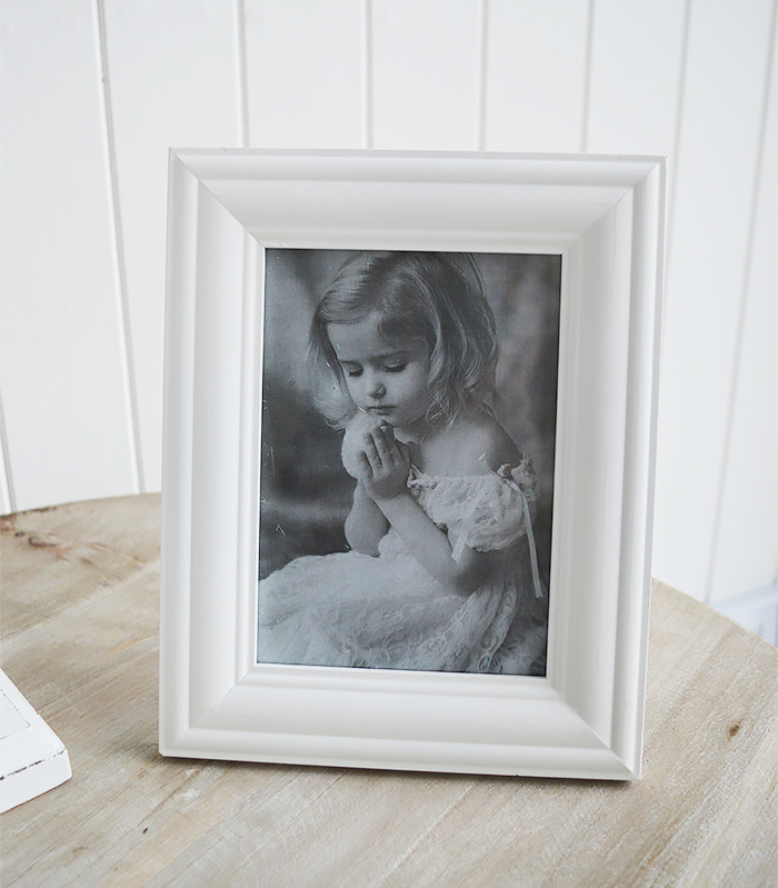 White wooden 5 x 7 photo frame