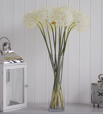 Shows bunch of artificial White Allium Superb
