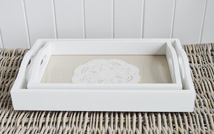 Set of 2 white trays