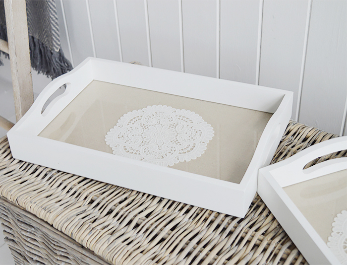 Set of 2 white trays for serving