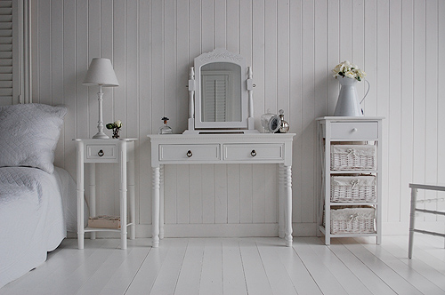 All ladies love thie dressing table in their bedroom