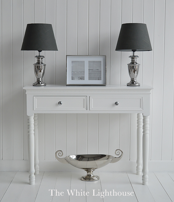 A pair of table lamps on your console for a dramatic style