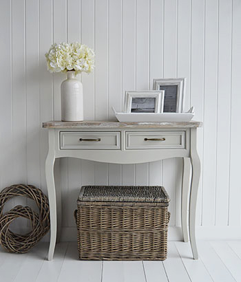 The Bridgeport grey table for grey hallways in typical new England Style