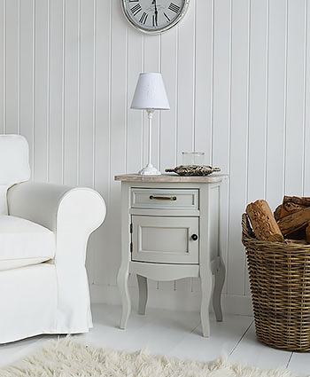 Ideas for a lamp table in your hall. Decorate your hall in white and grey