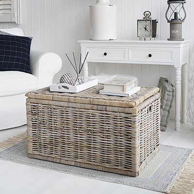 Add warmth and luxury to your living room with our Seaside storage coffee table in 2 different sizes