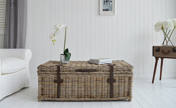 Seaside willow coffee table with storage in living room