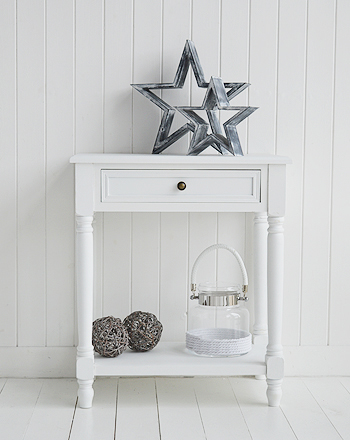 Grey and white stars on the white Cove side table