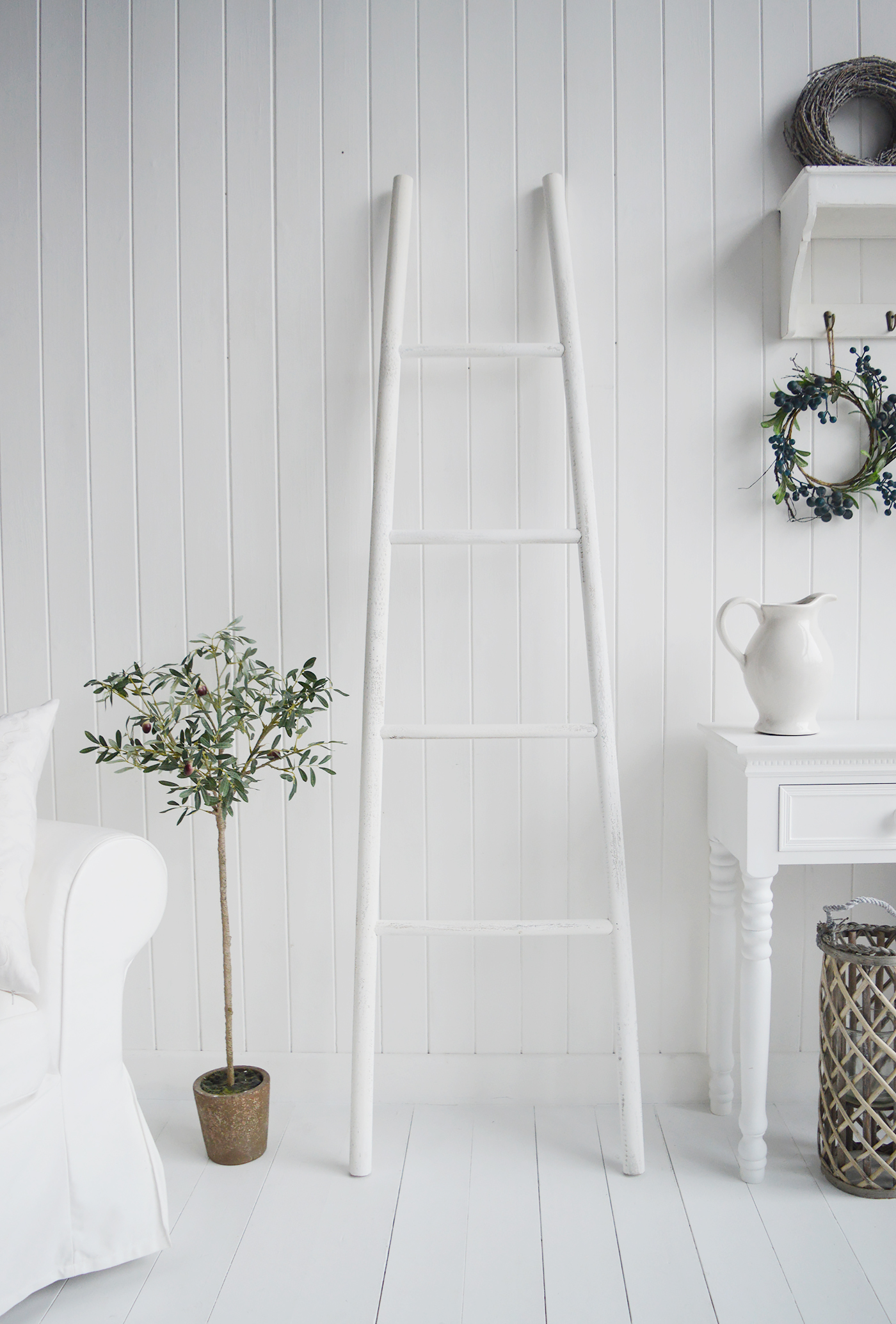 Provincetown Rustic White Blanket Ladder White Furniture