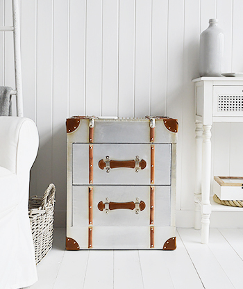 Manhattan side table with 2 drawers