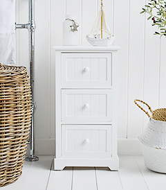 Maine white wooden bathroom cabinet wit 3 drawers, ideal for storage in bathroom for toiletries