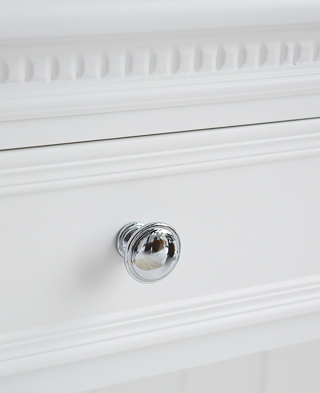 Silver handle on the two drawers of The New England range of white bedroom furniture. A truly beautiful and striking contrast