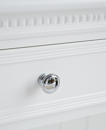 Silver handle on the two drawers