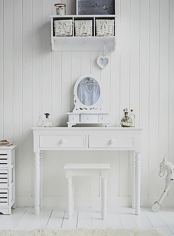 New England white dressing table with knob handles